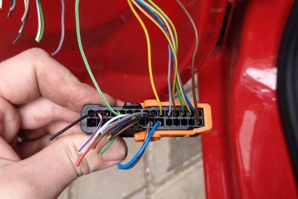 Oprava kabeláže vpriechodke dverí