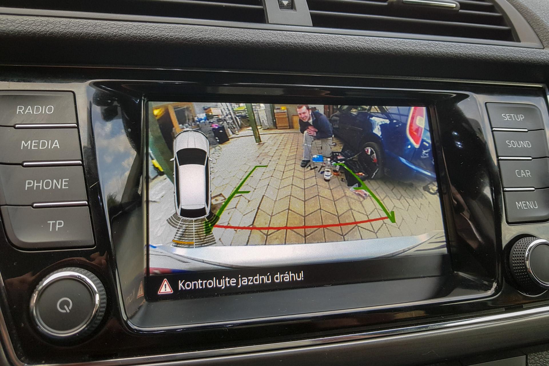 Cúvacia (parkovacia) kamera